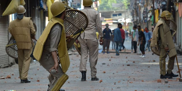 Police clash with Kashmiri protestors in Srinagar on July 11, 2016.
