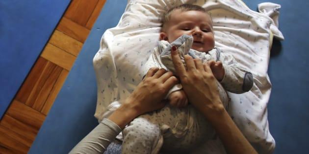 Proposta permite que licença-maternidade seja dividida entre mãe e pai.