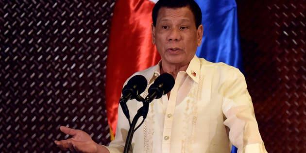 """Le président philippin Rodrigo Duterte sur les criminels: """"Je les flinguerai. J'appuierai sur la gâchette"""""""