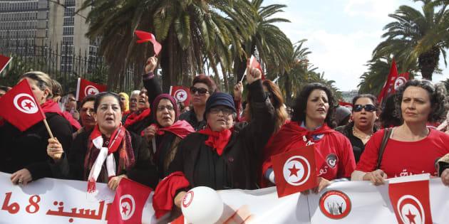 Tunísia aprova lei histórica sobre violência contra mulheres.