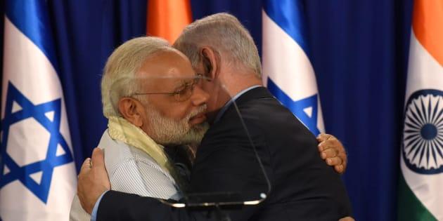 Indian Prime Minister Narendra Modi and Israeli Prime Minister Benjamin Netanyahu embrace.