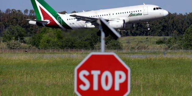 Alitalia, ecco il bando: apertura alle cordate