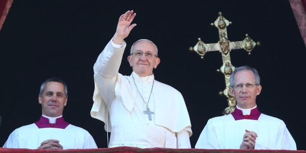 Papa Francisco lidera a bênção natalina na praça de São Pedro no Vaticano neste Natal.