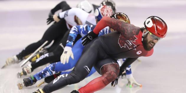 Charles Hamelin ne parvient pas à défendre son titre du 1500m — JO