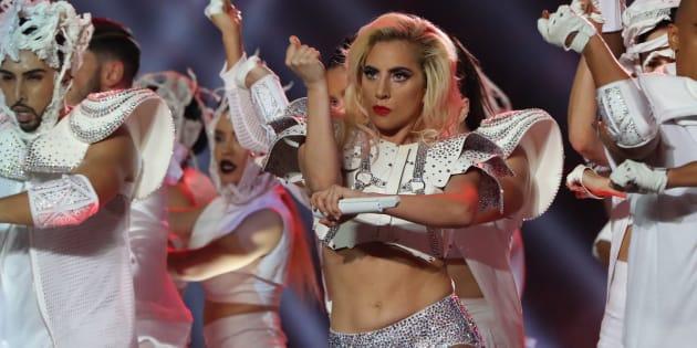 Lady Gaga em seu show especial no Super Bowl.