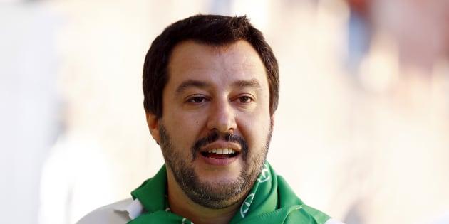 Salvini all'attacco sui vaccini: