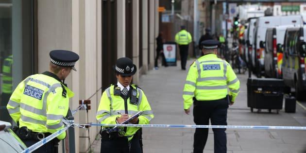 Un sixième suspect âgé de 17 ans arrêté après l'attentat à Londres.