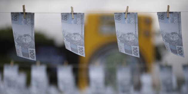 Previsão de salário mínimo para 2018 passa de R$ 979 para R$ 969.