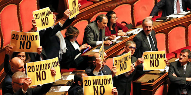 "5-Star Movement senators protest holding placards reading ""20 millions"" before a confidence vote at the Senate in Rome, Italy, December 14, 2016. REUTERS/Alessandro Bianchi"