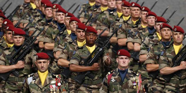 Des troupes déployées au sein de l'opération Sangaris sur les Champs-Élysées le 14 juillet 2016.