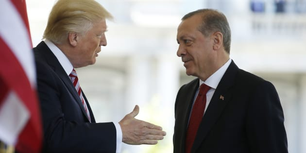 U.S President Donald Trump (L) talks with Turkey's President Recep Tayyip Erdogan as he arrives at the entrance to the West Wing of the White House in Washington, U.S. May 16, 2017. REUTERS/Joshua Roberts