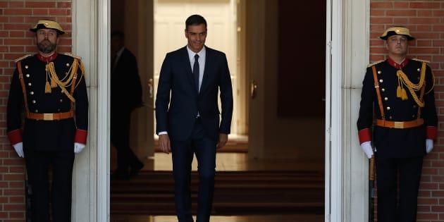 Pedro Sánchez, el presidente del Gobierno, en las puertas de Moncloa, el pasado 6 de septiembre, a la espera de su homólogo rumano.