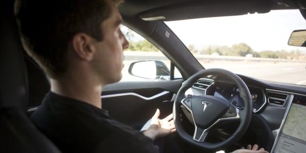 Une voiture Tesla Model S lors d'une présentation en 2015.