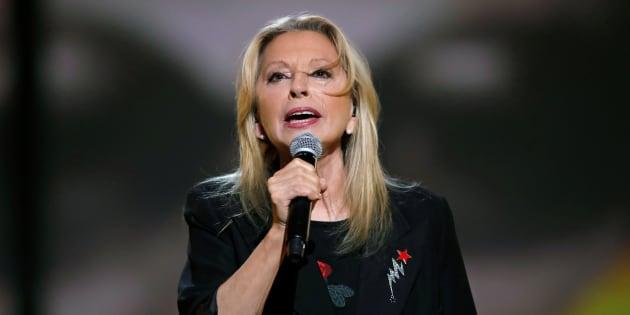 Véronique Sanson annule ses prochains concerts pour soigner une tumeur.