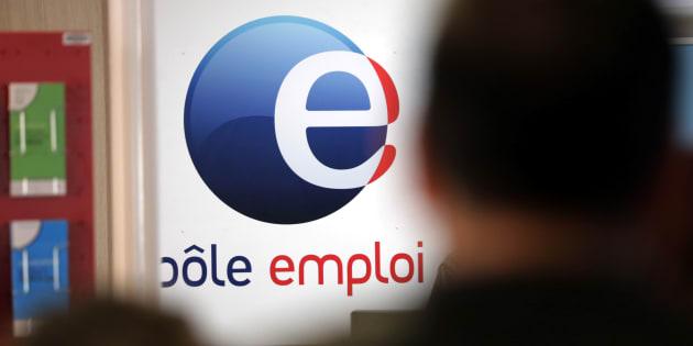 """Le gouvernement prépare un plan """"secret"""" pour durcir le contrôle des chômeurs, selon Le Canard Enchaîné"""