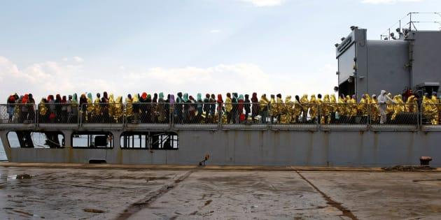 Migrants disembark from the Italian Navy vessel Aviere in the Sicilian harbour of Augusta, Italy, June 10, 2016. REUTERS/Antonio Parrinello