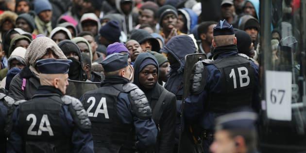 Quand la France enferme ses Indésirables dans des camps. REUTERS/Benoit Tessier