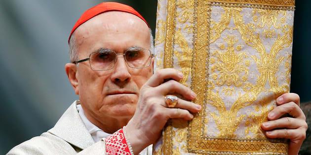 El cardenal Tarcisio Bertone comanda una misa por el 900º aniversario de la Orden de Malta, celebrada en 2013 en San Pedro del Vaticano.