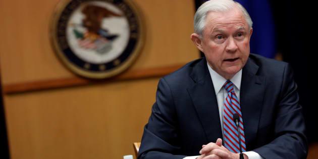 Jeff Sessions, le ministre de la justice des États Unis empêtré dans l'enquête sur l'ingérence russe, témoigne devant le Congrès