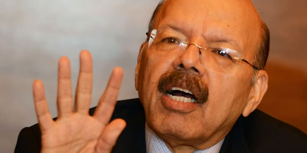 Nasim Zaidi, India's chief election commissioner, takes part in a press conference after meeting different political party members in Kolkata on April 14, 2016. / AFP / Dibyangshu SARKAR        (Photo credit should read DIBYANGSHU SARKAR/AFP/Getty Images)
