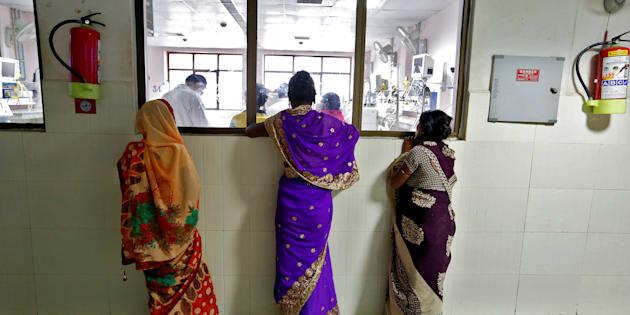Women look into the Intensive care unit in the Baba Raghav Das hospital in Gorakhpur district, India August 14, 2017. REUTERS/Cathal McNaughton