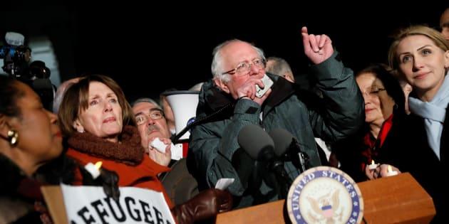 L'ancien candidat à la primaire démocrate et figure de l'opposition Bernie Sanders lors d'une manifestation contre le décret anti-immigration de Donald Trump, le 30 janvier à Washington