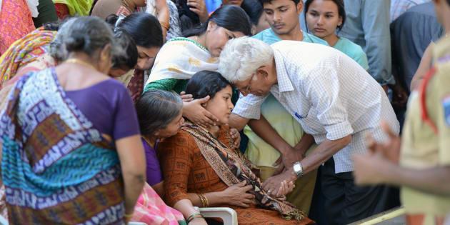 Sunayana Dumala (C), wife of killed Indian engineer Srinivas Kuchibhotla