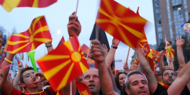 マケドニアの首都スコピエで国名変更の「妥協案」に抗議する野党支持者=2018年6月2日、REUTERS/Ognen Teofilovski
