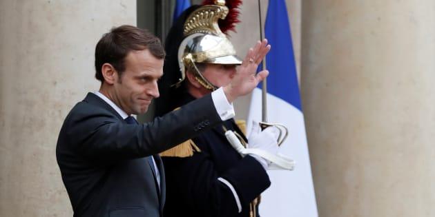 Emmanuel Macron sur le perron de l'Elysée.