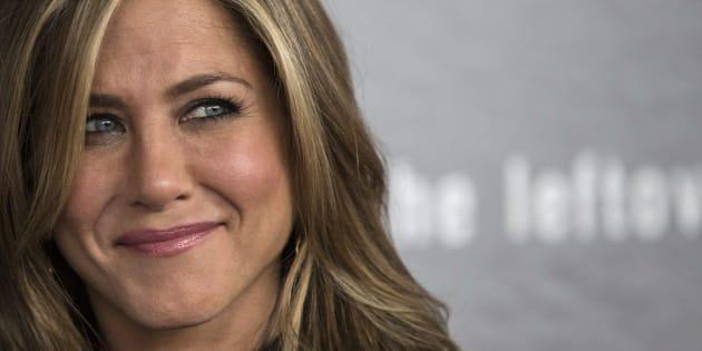 """Perguntada sobre qual foi a grande lição, passada aturbulência, Aniston disse que ela encontrou""""paz total"""" depois de uma sessão de ioga com uma amiga."""