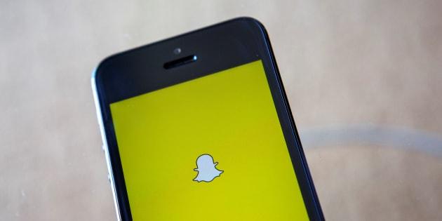 Face à ses usagers mécontents, Snapchat fait machine arrière.