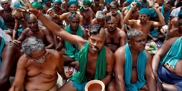 Farmers from Tamil Nadu pose half-shaved during a protest demanding a drought-relief package from the federal government, in New Delhi, India April 3, 2017. REUTERS/Cathal McNaughton