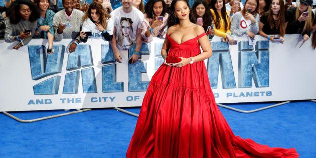 Rihanna pose sur le tapis rouge de la première européenne de Valerian etLa Cité des Mille Planètes à Londres, REUTERS/Darren Staples