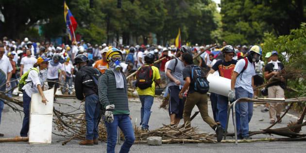 Oposição faz  barricada nas eleições da Assembléia Constituinte em Caracas, na Venezuela.