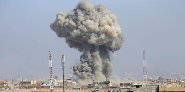 Explosión tras un ataque aéreo en la ciudad iraquí de Mosul en marzo de 2017, cuando estaba controlada por el Estado Islámico.