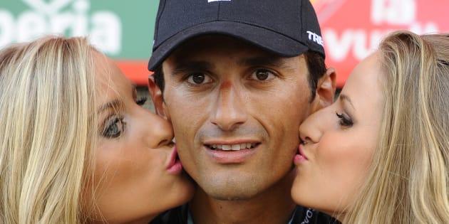 Faut-il supprimer le baiser aux vainqueurs d'étapes sur le Tour d'Espagne?