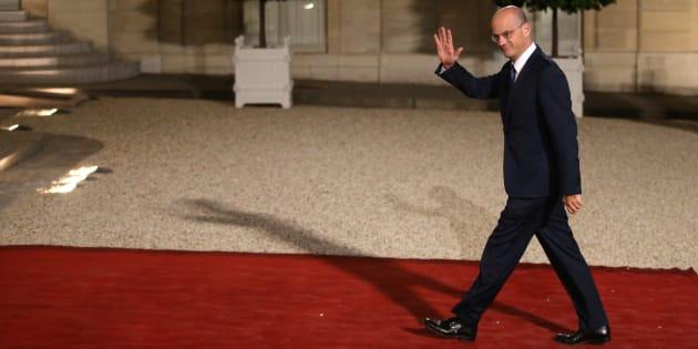 En attendant les sujets qui fâchent, Jean-Michel Blanquer fait beaucoup de com'.