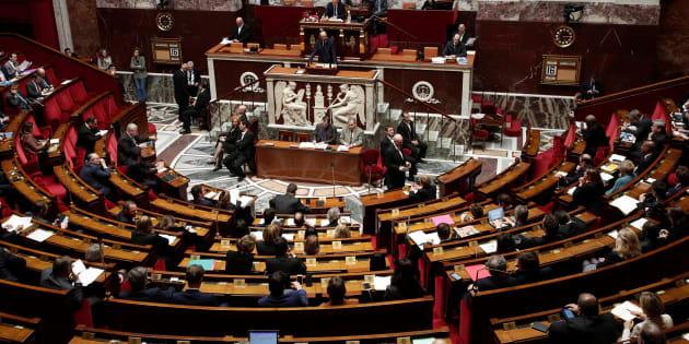 "France: Quand les députés s'essaient à la ""méditation de pleine conscience"" Http%3A%2F%2Fo.aolcdn.com%2Fhss%2Fstorage%2Fmidas%2F3b5b2c8e3bdefcf080584511582dd540%2F206413350%2FRTX5QUMU"