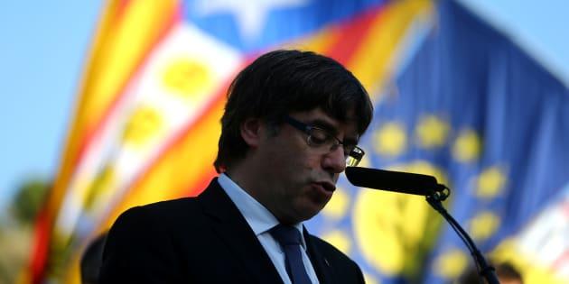 Carles Puigdemont décide de ne rien décider sur l'indépendance de la Catalogne et renvoie la balle à Madrid
