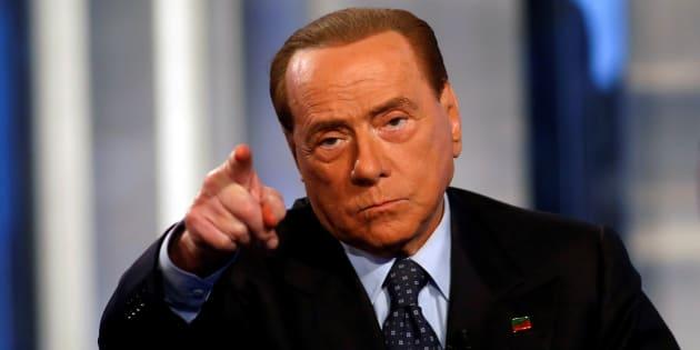 """Berlusconi apre al governo sui migranti: """"Responsabilità del Pd ma pronti ad aiutare"""""""