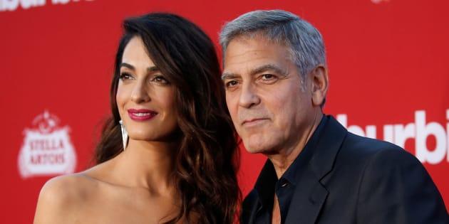 George Clooney et sa femme Amal, un couple soucieux du bien-être des autres en avion.