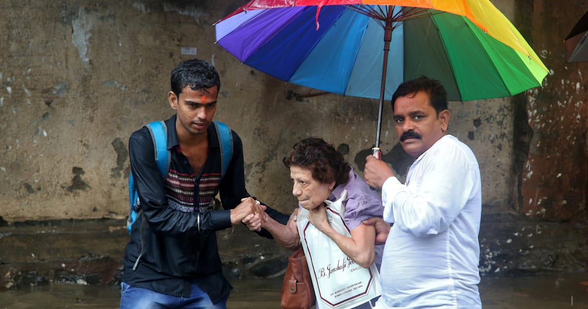 On A Day Of Heavy Rain How Strangers In Mumbai Opened Their Hearts And Homes To Help One