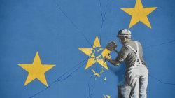 Il nuovo graffito di Banksy racconta la Brexit meglio di qualsiasi