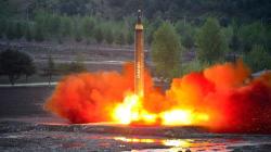 Corea del Norte lanza misil y Trump tuitea: