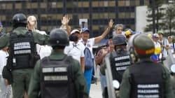 Venezuela nel caos, arrestati due leader dell'opposizione. Gentiloni: