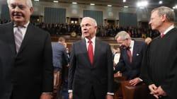 Más y más republicanos piden que Jeff Sessions se aparte de la