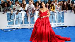 Rihanna en rouge éclatant pour la première de