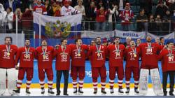 Les Athlètes olympiques de la Russie gagnent l'or au hockey