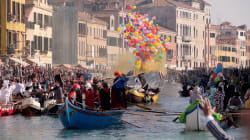VIDEO: Un desfile de góndolas inicia la celebración del Carnaval de Venecia