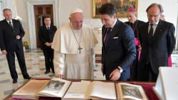 CONTE IN VATICANO - Il premier ha donato a Papa Francesco la Divina